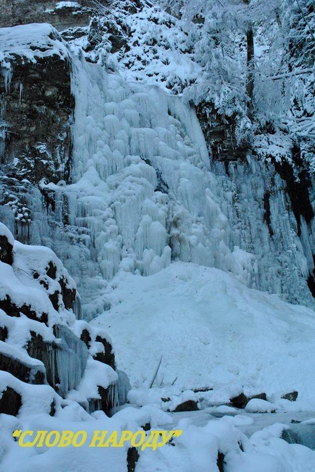 Неймовірні фото замерзлого водоспаду на Прикарпатті, фото-1