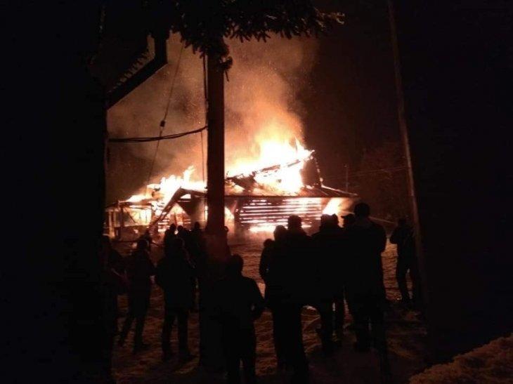 У Рожнові вщент згоріла церква Архистратига Михаїла (ФОТО, ВІДЕО), фото-1