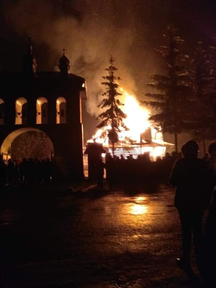 У Рожнові вщент згоріла церква Архистратига Михаїла (ФОТО, ВІДЕО), фото-5