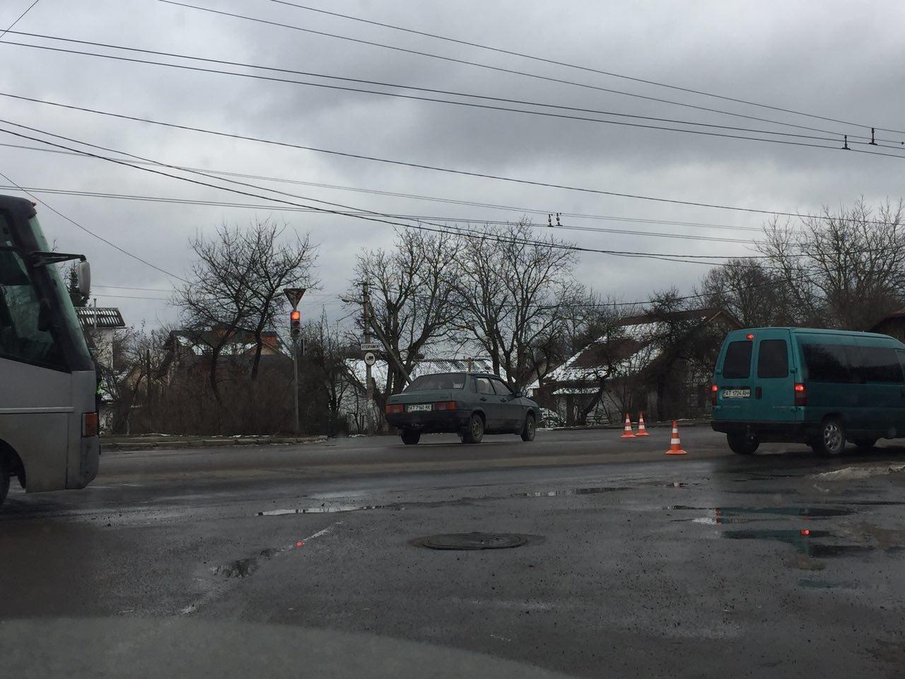 ДТП на Тисменицькій вулиці, працює поліція. ФОТО, фото-1
