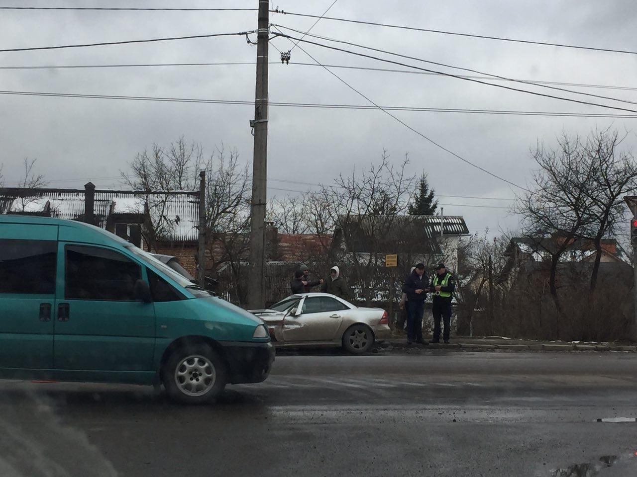 ДТП на Тисменицькій вулиці, працює поліція. ФОТО, фото-3