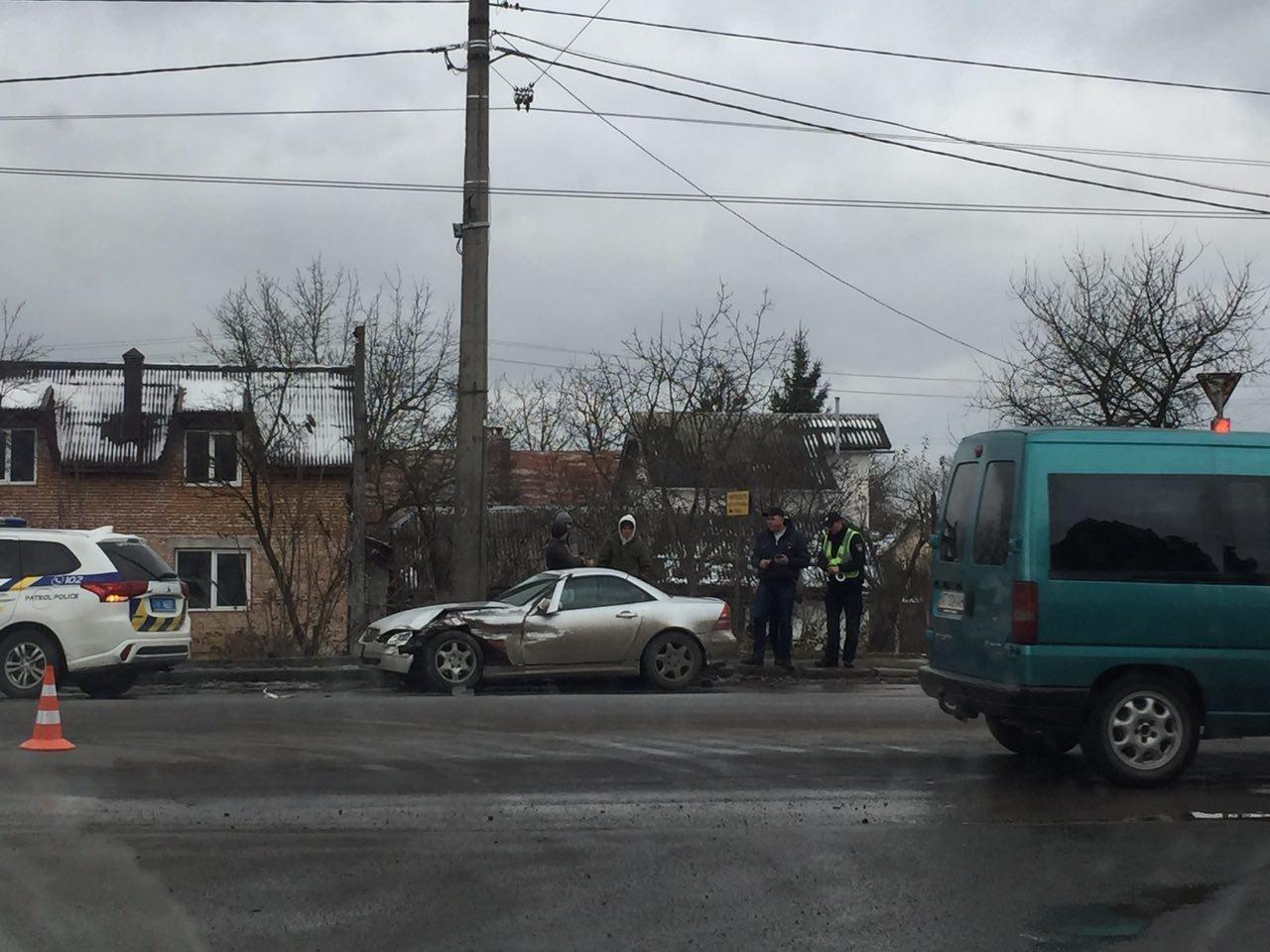 ДТП на Тисменицькій вулиці, працює поліція. ФОТО, фото-2