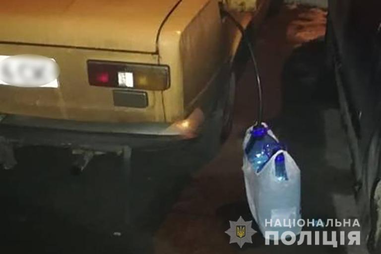 У Франківську спіймали двох молодиків, які вночі бігали по місту зі шлангом (ФОТО), фото-1