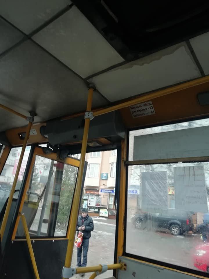 Родзинка громадського транспорту в Франківську - дощ на голову, фото-1