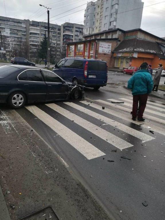 Потрійне ДТП трапилося на одній з вулиць Івано-Франківська. ФОТО, фото-2