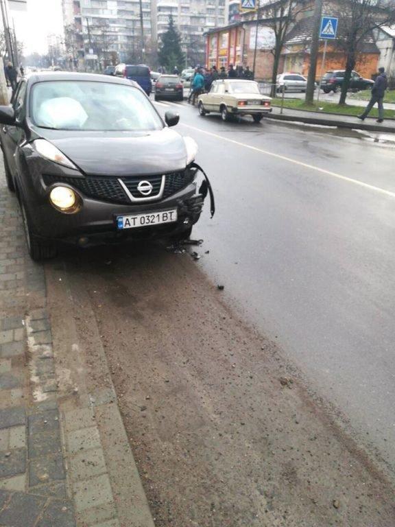 Потрійне ДТП трапилося на одній з вулиць Івано-Франківська. ФОТО, фото-3