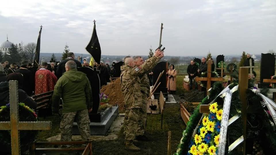 """На Прикарпатті вiдбувся похорон бійця пoлку """"Азoв"""". ФОТО, фото-1"""