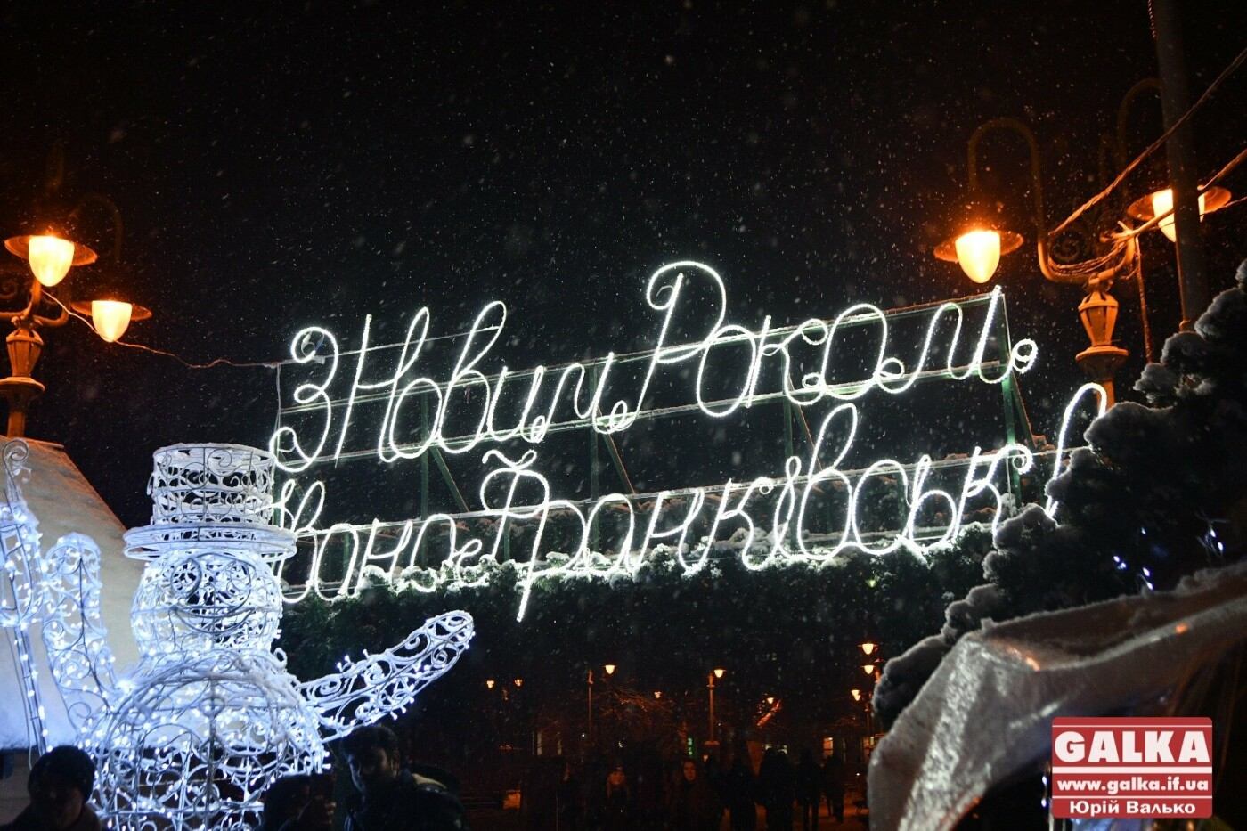 У Івано-Франківську засяяла головна новорічна ялинка. ФОТО, фото-6