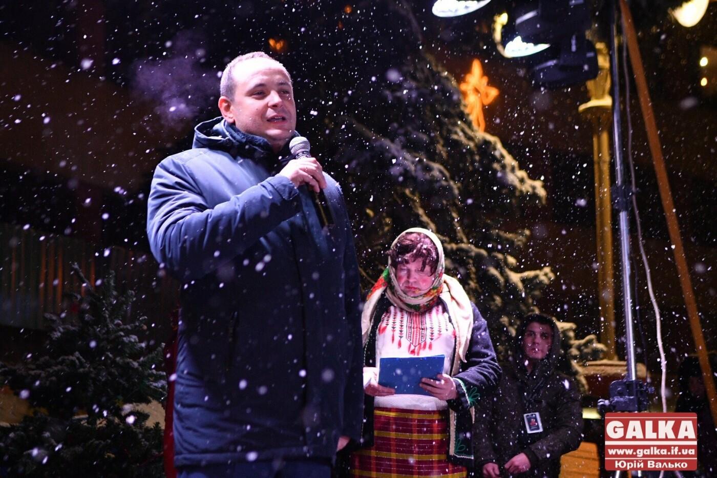 У Івано-Франківську засяяла головна новорічна ялинка. ФОТО, фото-9