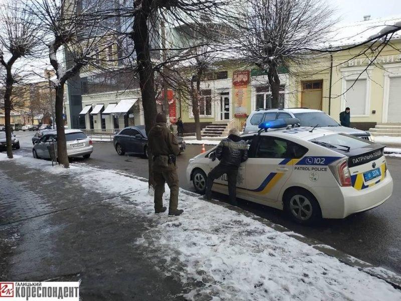 На Бельведерській зіткнулися два легковики. ФОТО, фото-2