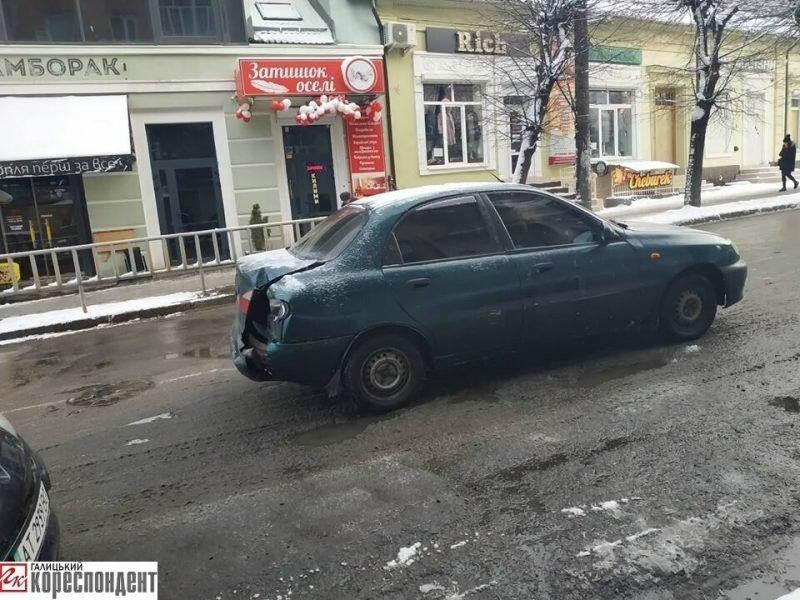 На Бельведерській зіткнулися два легковики. ФОТО, фото-1