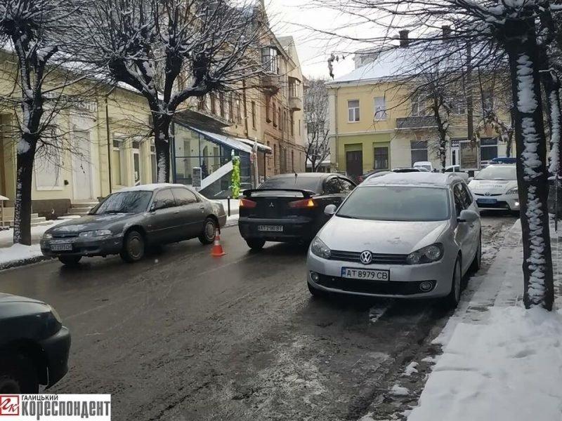 На Бельведерській зіткнулися два легковики. ФОТО, фото-3