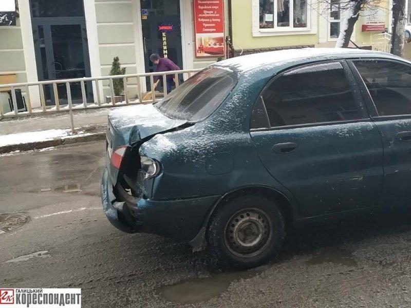 На Бельведерській зіткнулися два легковики. ФОТО, фото-4