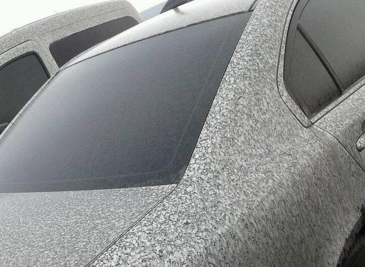 В Бурштині падає чорний сніг. ФОТО, фото-2