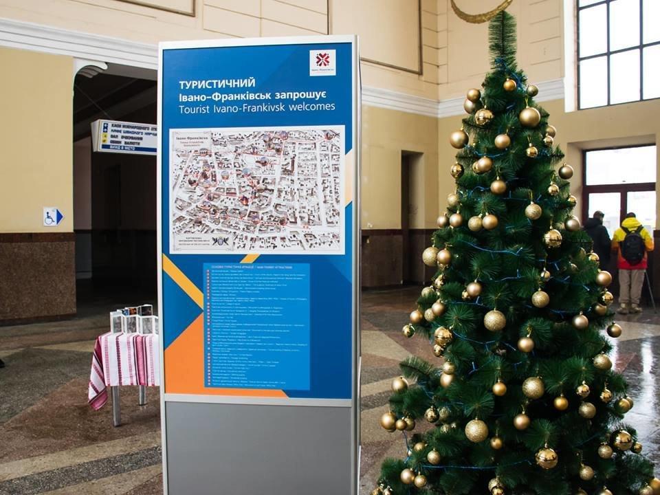 Пункт з актуальною інформацією про Івано-Франківськ встановлено на залізничному вокзалі, фото-2