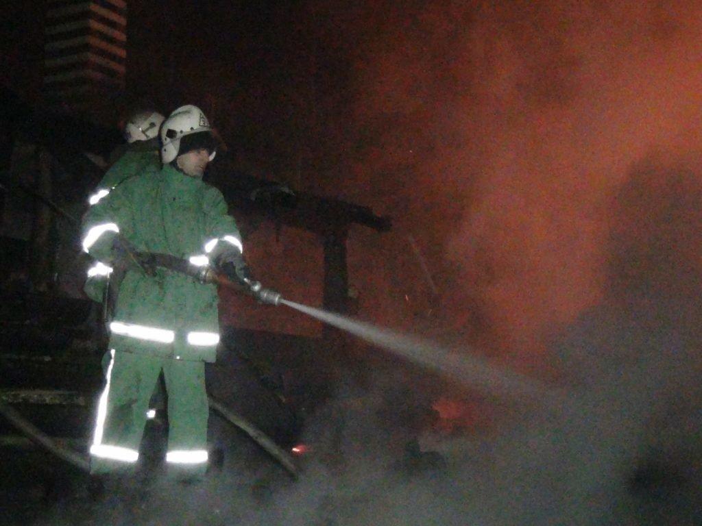 """Вночі у Яблуниці згорів готель """"Простоквашино"""", під завалами знайдено тіло людини. ФОТО, фото-2"""