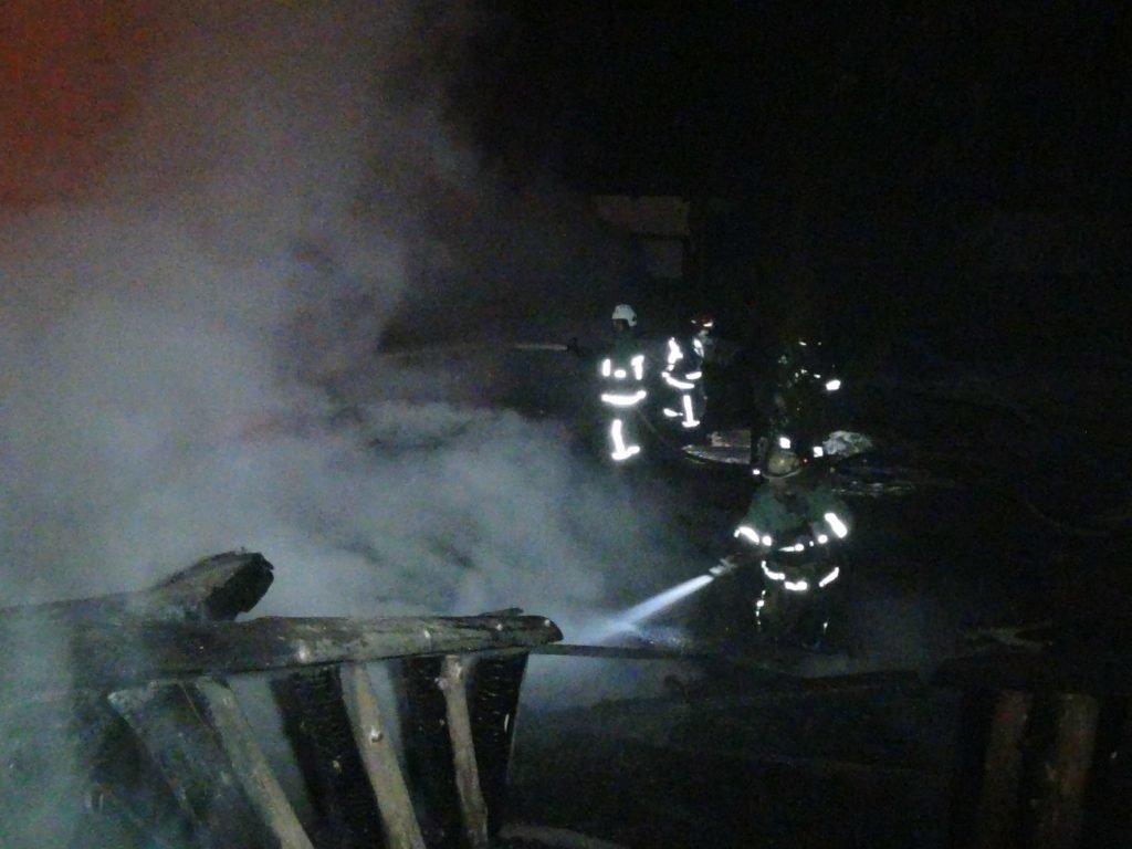 """Вночі у Яблуниці згорів готель """"Простоквашино"""", під завалами знайдено тіло людини. ФОТО, фото-3"""