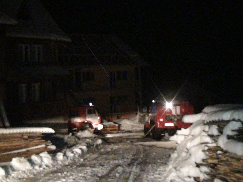 """Вночі у Яблуниці згорів готель """"Простоквашино"""", під завалами знайдено тіло людини. ФОТО, фото-4"""