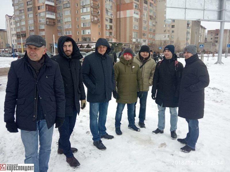 Руслан Марцінків працював на Різдво, -  блокував забудову озера. ФОТО, фото-1