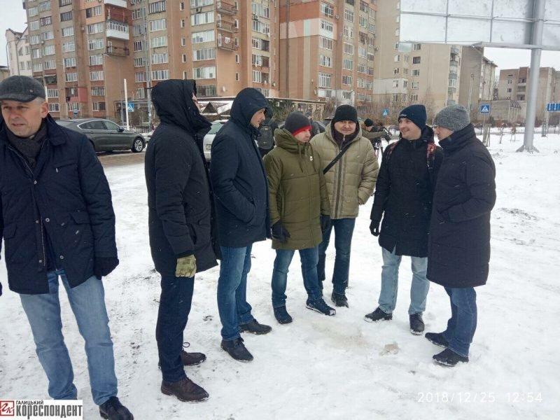 Руслан Марцінків працював на Різдво, -  блокував забудову озера. ФОТО, фото-5