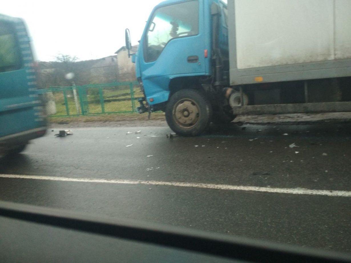 Аварія, в Калуші легковий автомобіль зіткнувся з вантажівкою. ФОТО, фото-2