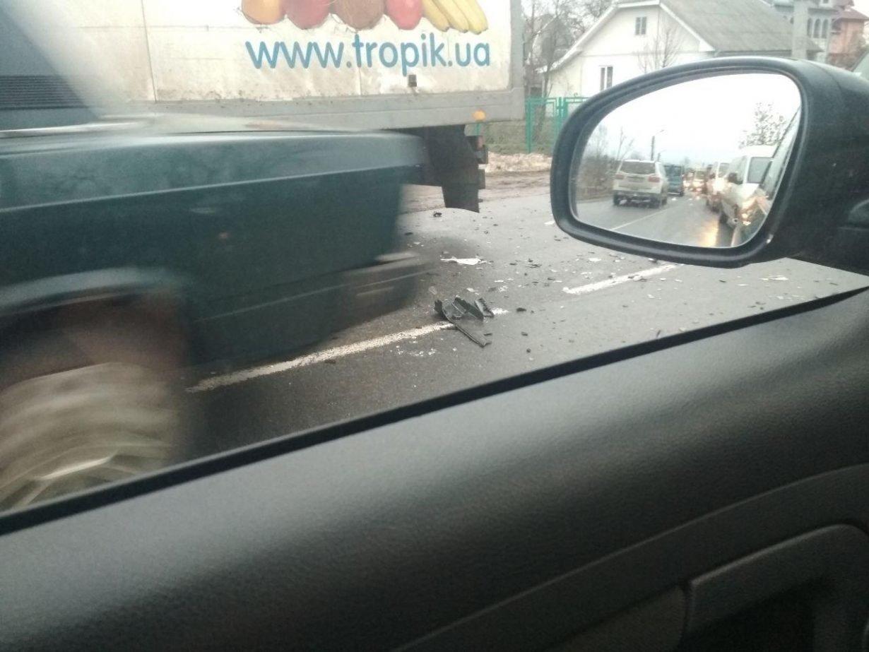 Аварія, в Калуші легковий автомобіль зіткнувся з вантажівкою. ФОТО, фото-3