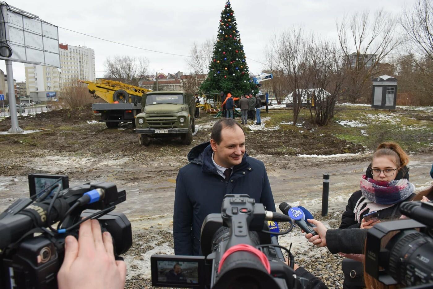 На території міського озера відкрили різдвяну ялинку, фото-1