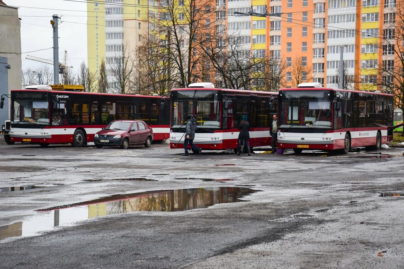 Мер міста Руслан Марцінків сьогодні спробував себе в ролі водія тролейбуса. ВІДЕО, фото-2