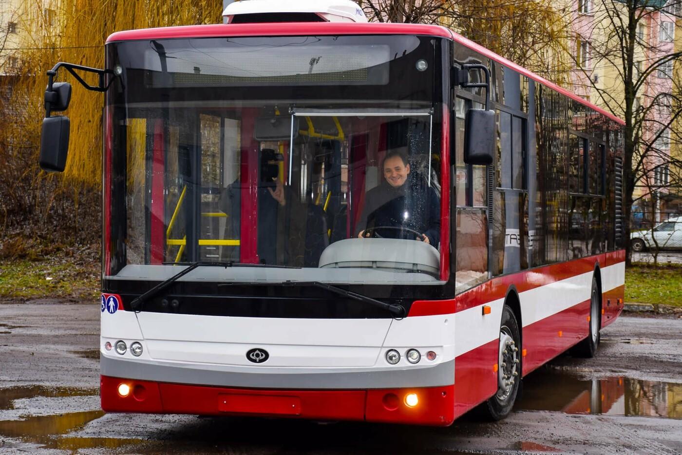 Мер міста Руслан Марцінків сьогодні спробував себе в ролі водія тролейбуса. ВІДЕО, фото-1