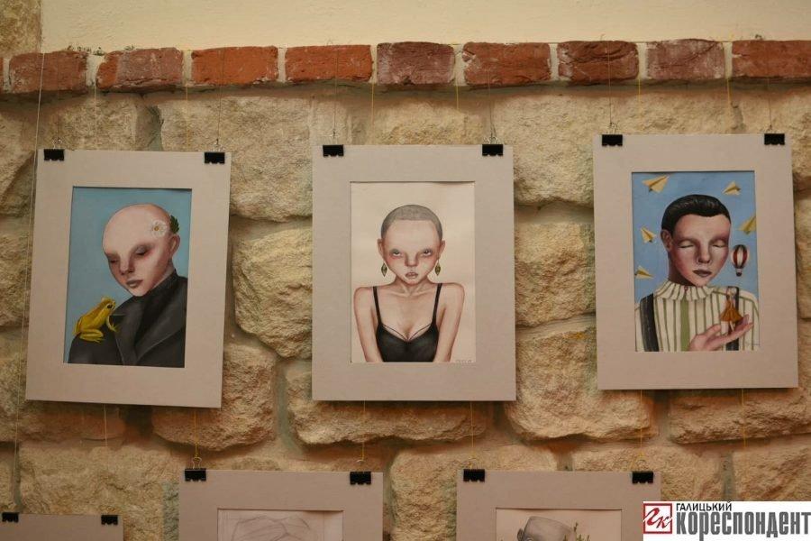 """У Франківську відкрилась виставка картин 14-річної Софії Гарматюк """"Без назви"""", фото-4"""