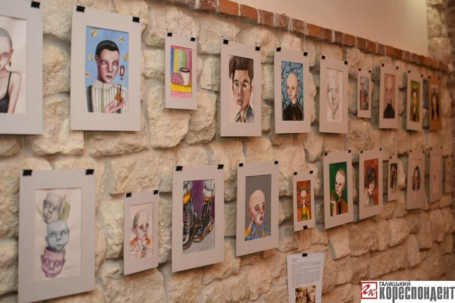 """У Франківську відкрилась виставка картин 14-річної Софії Гарматюк """"Без назви"""", фото-6"""