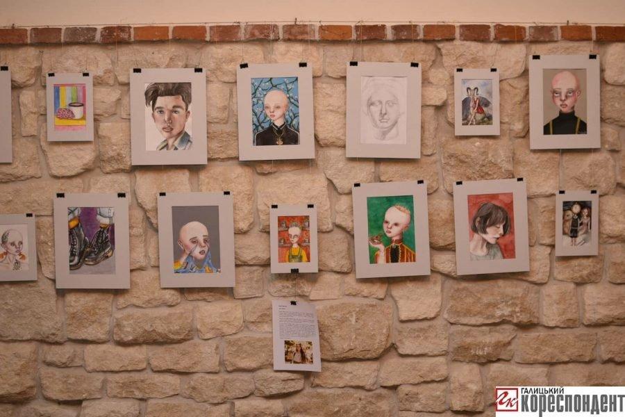 """У Франківську відкрилась виставка картин 14-річної Софії Гарматюк """"Без назви"""", фото-7"""