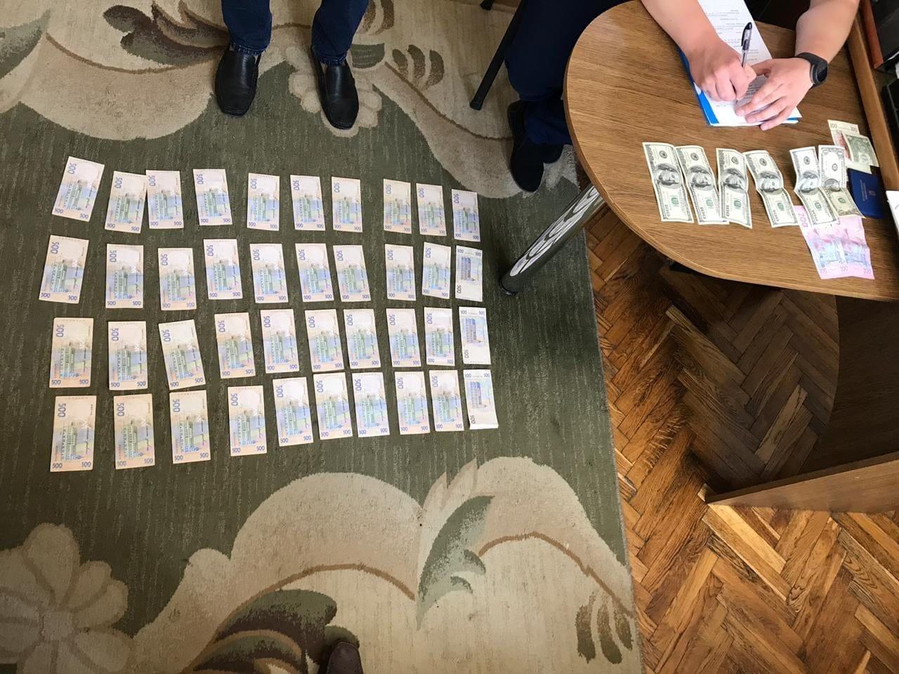 СБУ викрила керівника одного з райвідділів виконавчої служби Івано-Франківщини на хабарях, фото-1