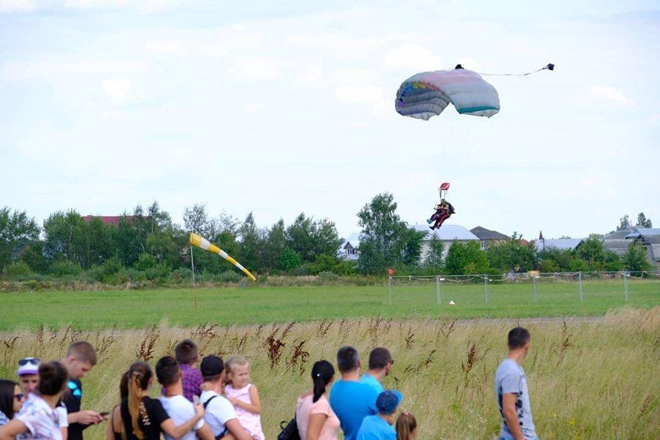 """Повітряні кулі, стрибки з парашутом та автоперегони: У Коломиї проходить """"Drive for Life Fest"""", фото-4"""
