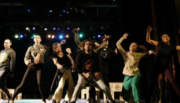 Гуцулка Ксеня. Блискуча сучасна стилізація духу Карпарт в україніському кіно та театрі, фото-3
