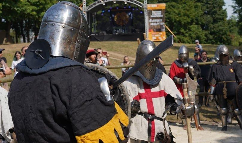 """Лицарські бої, мотопробіг, повітряна куля: фестиваль """"Галицьке лицарство"""" на Прикарпатті (фото, відео), фото-36"""
