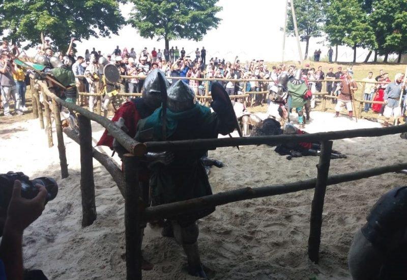 """Лицарські бої, мотопробіг, повітряна куля: фестиваль """"Галицьке лицарство"""" на Прикарпатті (фото, відео), фото-24"""