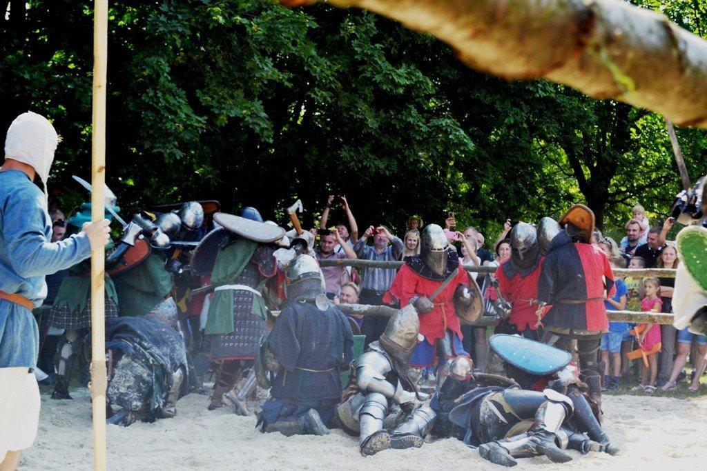"""Лицарські бої, мотопробіг, повітряна куля: фестиваль """"Галицьке лицарство"""" на Прикарпатті (фото, відео), фото-9"""