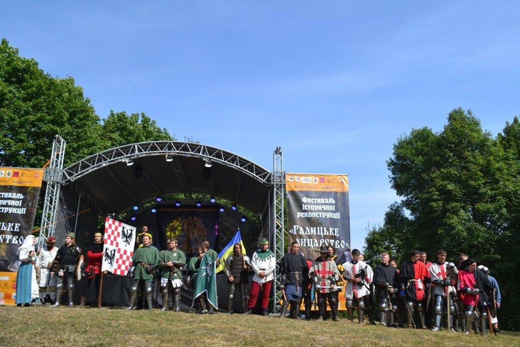 """Лицарські бої, мотопробіг, повітряна куля: фестиваль """"Галицьке лицарство"""" на Прикарпатті (фото, відео), фото-12"""