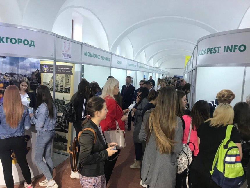 Туристичний потенціал Франківщини презентували на Закарпатті (фотофакт)