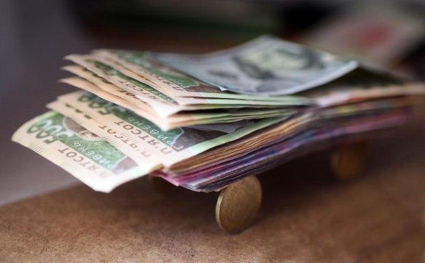 """""""Падатиме"""" й надалі: якого курсу долара найближчим часом чекати прикарпатцям, фото-1"""