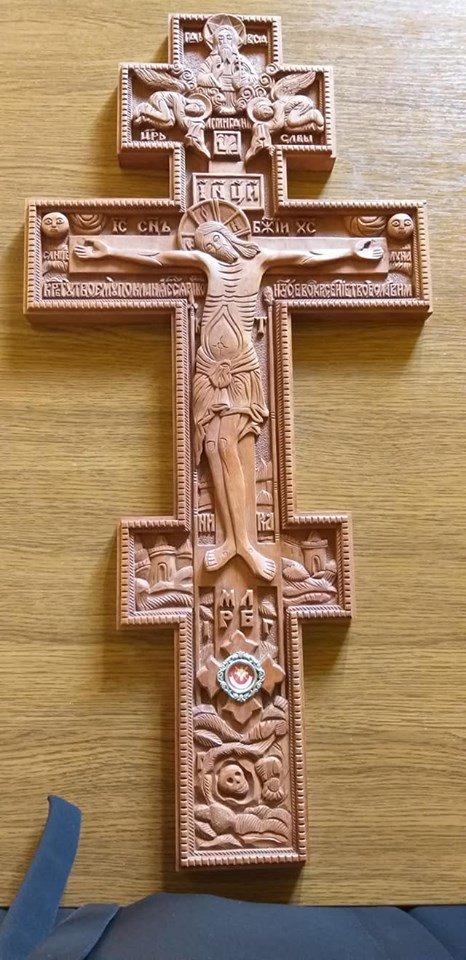 Сотні франківців стоять у черзі до Частинки Хреста, на якому розіп'яли Ісуса (ФОТО), фото-5