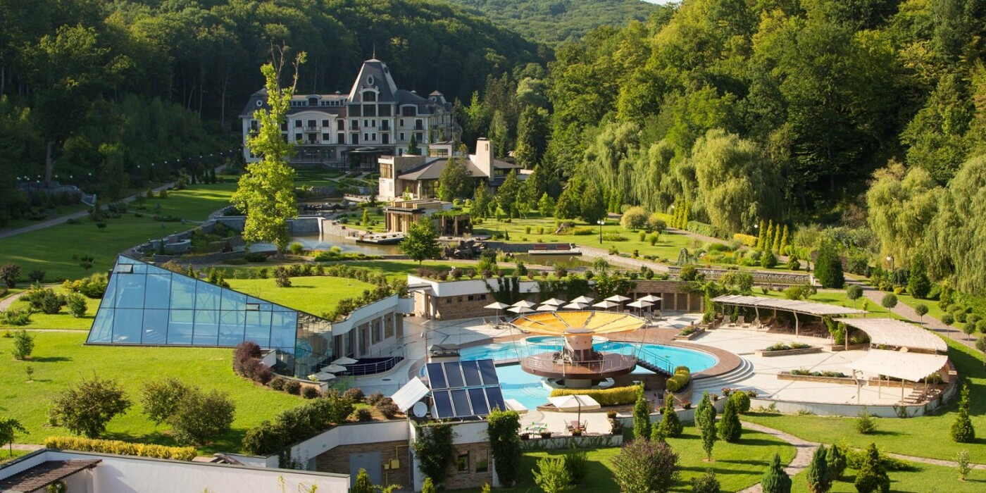 Американська зірка Періс Хілтон таки купить готель в Карпатах, фото-2