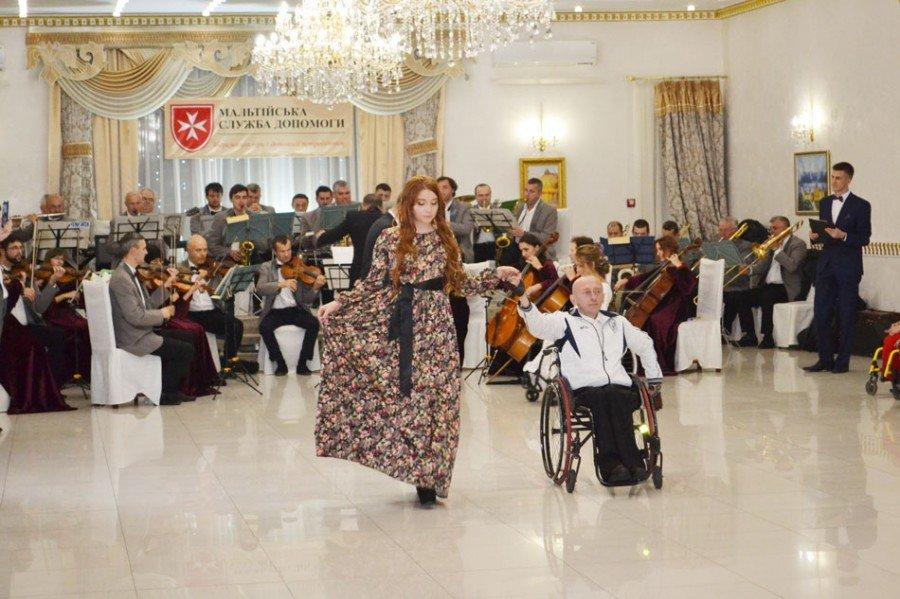 На Прикарпатті відбувся бал для людей з обмеженими фізичними можливостями (фото), фото-1
