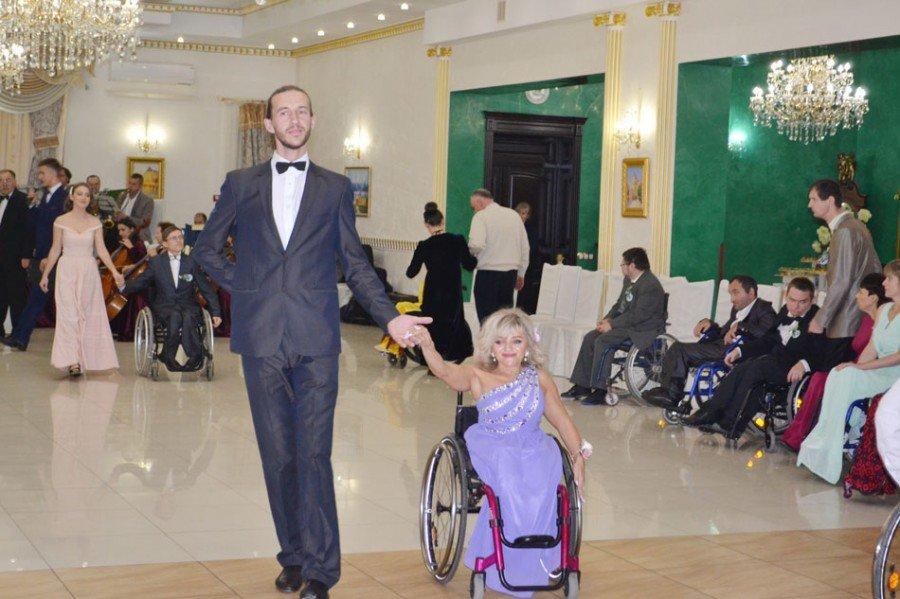 На Прикарпатті відбувся бал для людей з обмеженими фізичними можливостями (фото), фото-5