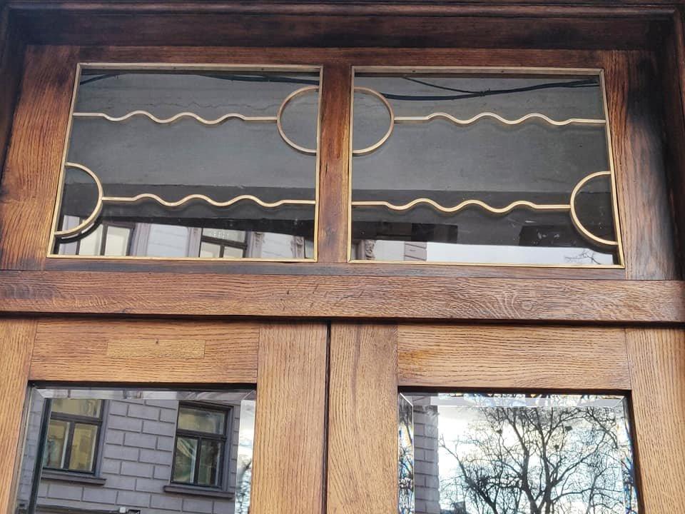 Нове життя старих дверей: у Франківську відреставрували ще одні двері , фото-2