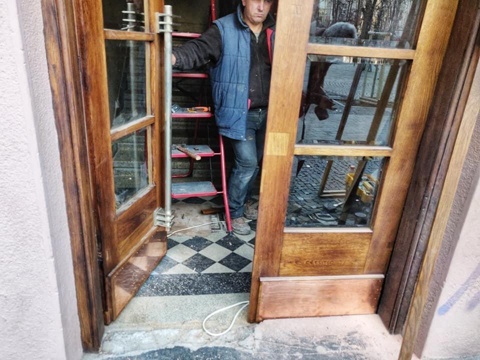 Нове життя старих дверей: у Франківську відреставрували ще одні двері , фото-4