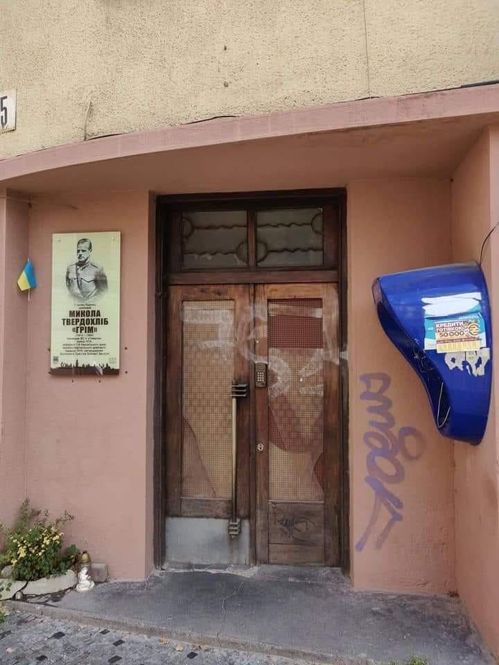 Нове життя старих дверей: у Франківську відреставрували ще одні двері , фото-5