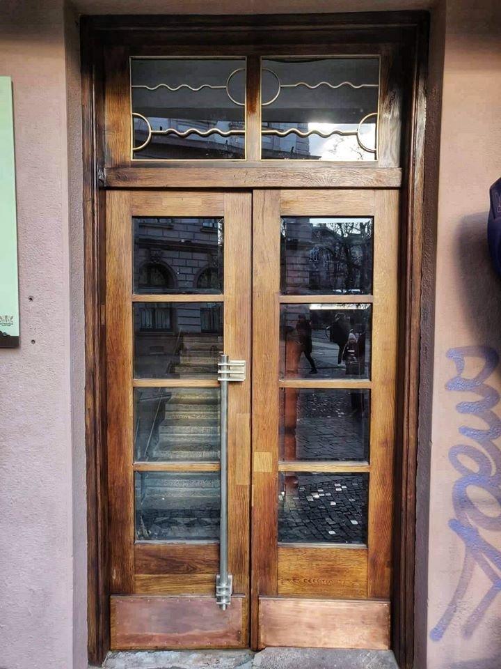 Нове життя старих дверей: у Франківську відреставрували ще одні двері , фото-6