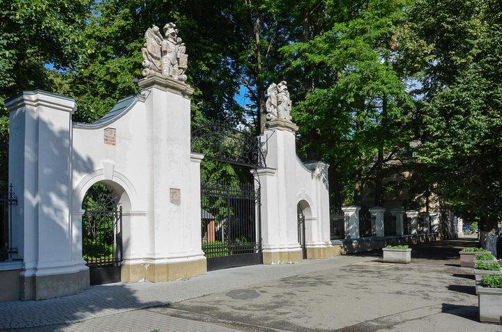 Кам'яні обличчя Франківська. Химери, рицарі, маскарони, що оберігають фасади історичних будівель , фото-4